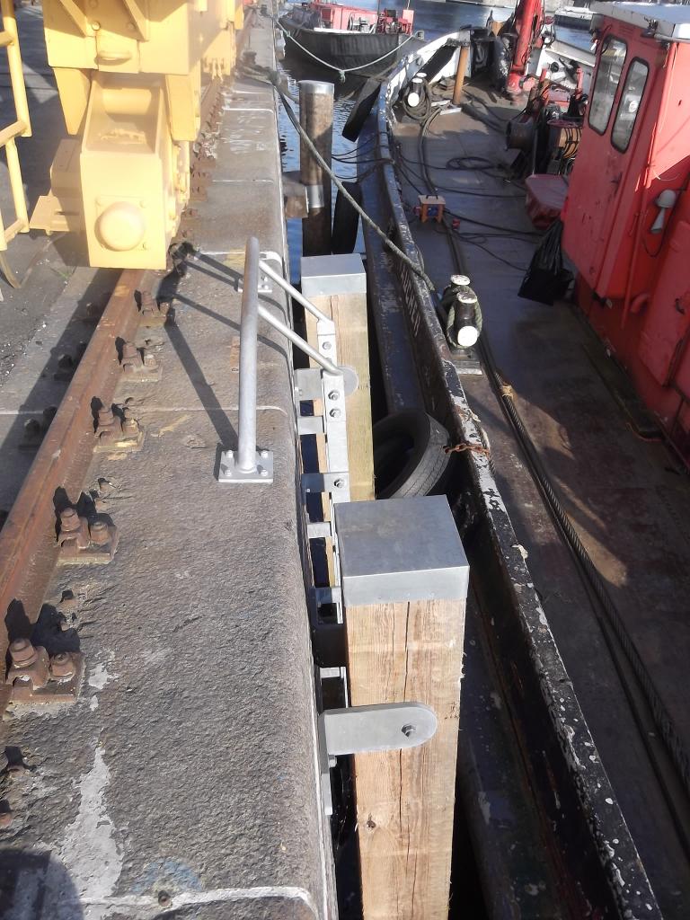 Reibepfähle vor einer Steigleiter