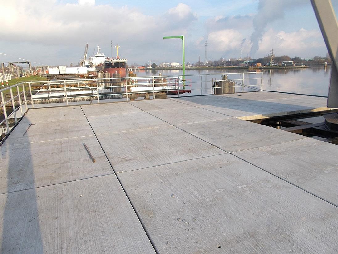 Ausgelegt wurde die Brücke mit selbstgefertigten Stahlbetonplatten nach WHG.