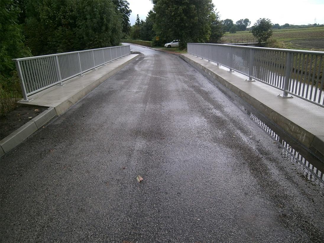 Fertige Brücke aus Autofahrersicht