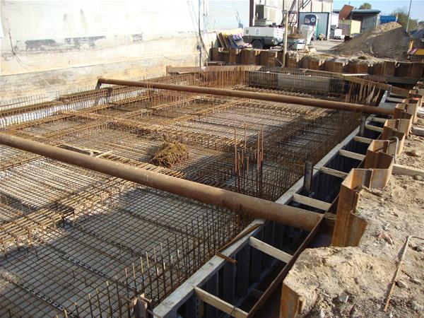 Ausgesteifte und verbaute Baugrube
