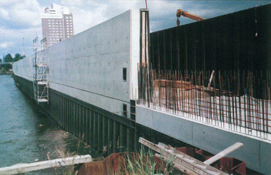 Stahlpfähle: 80 Stck Ortbeton: 6.500 m³ Betonstahl: 730 t Sandauffüllung: 30.000 m³