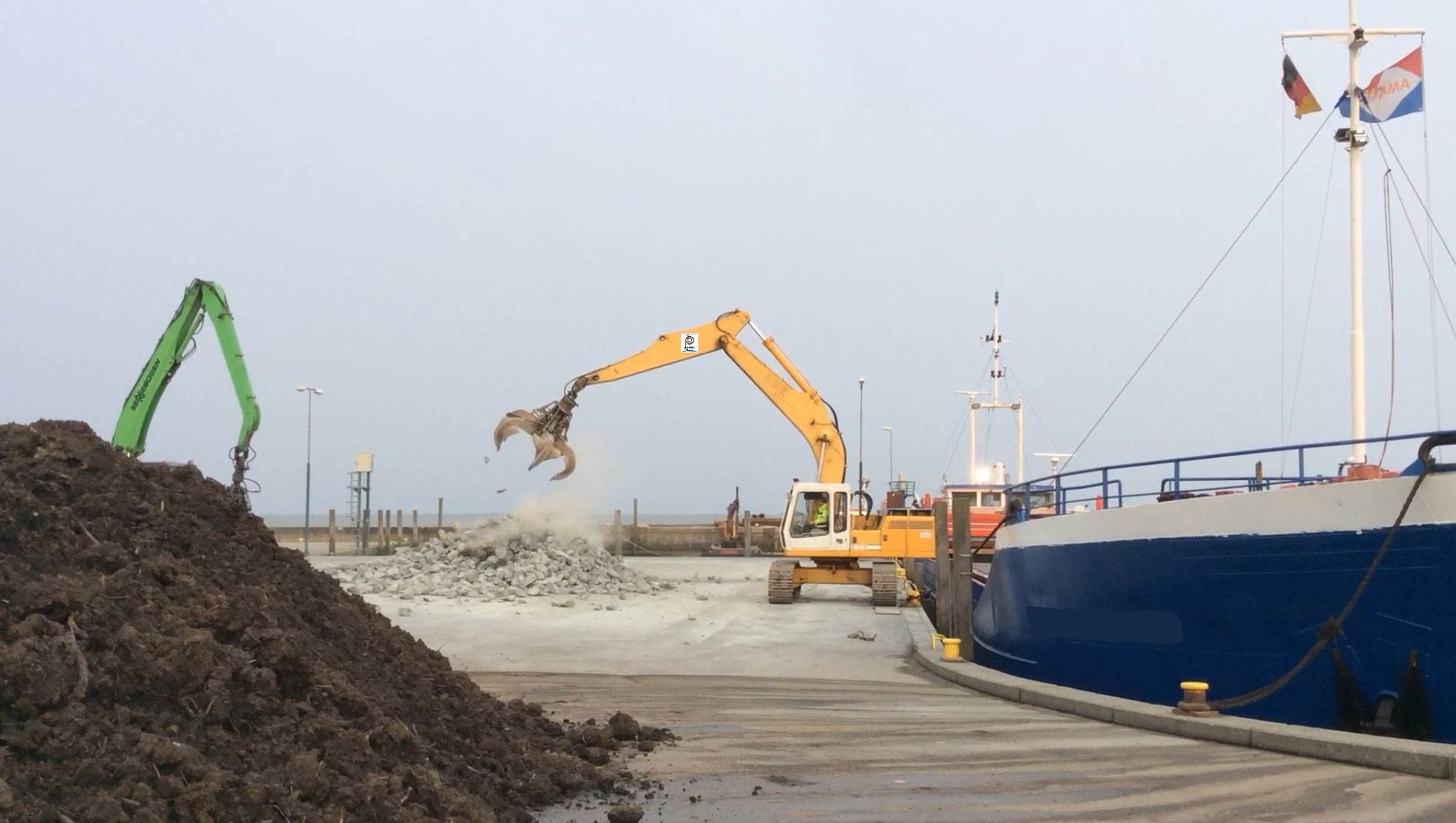 Hohe Anforderung an die Flexibilität der Mitarbeiter, da das Schiff nur bei Hochwasser den Hafen anlaufen kann und dann sofort entladen werden muss.