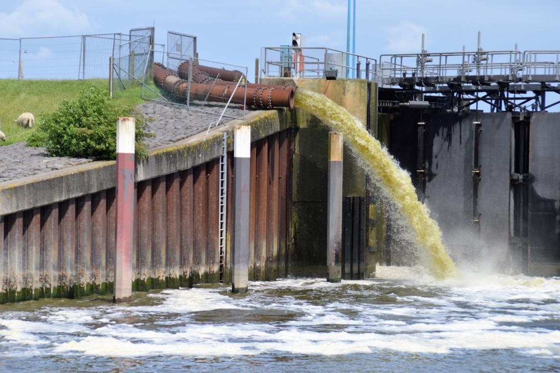 Für die Bauzeit haben wir mobile Pumpen aufgestellt, die das Hinterland in die Nordsee entwässern.